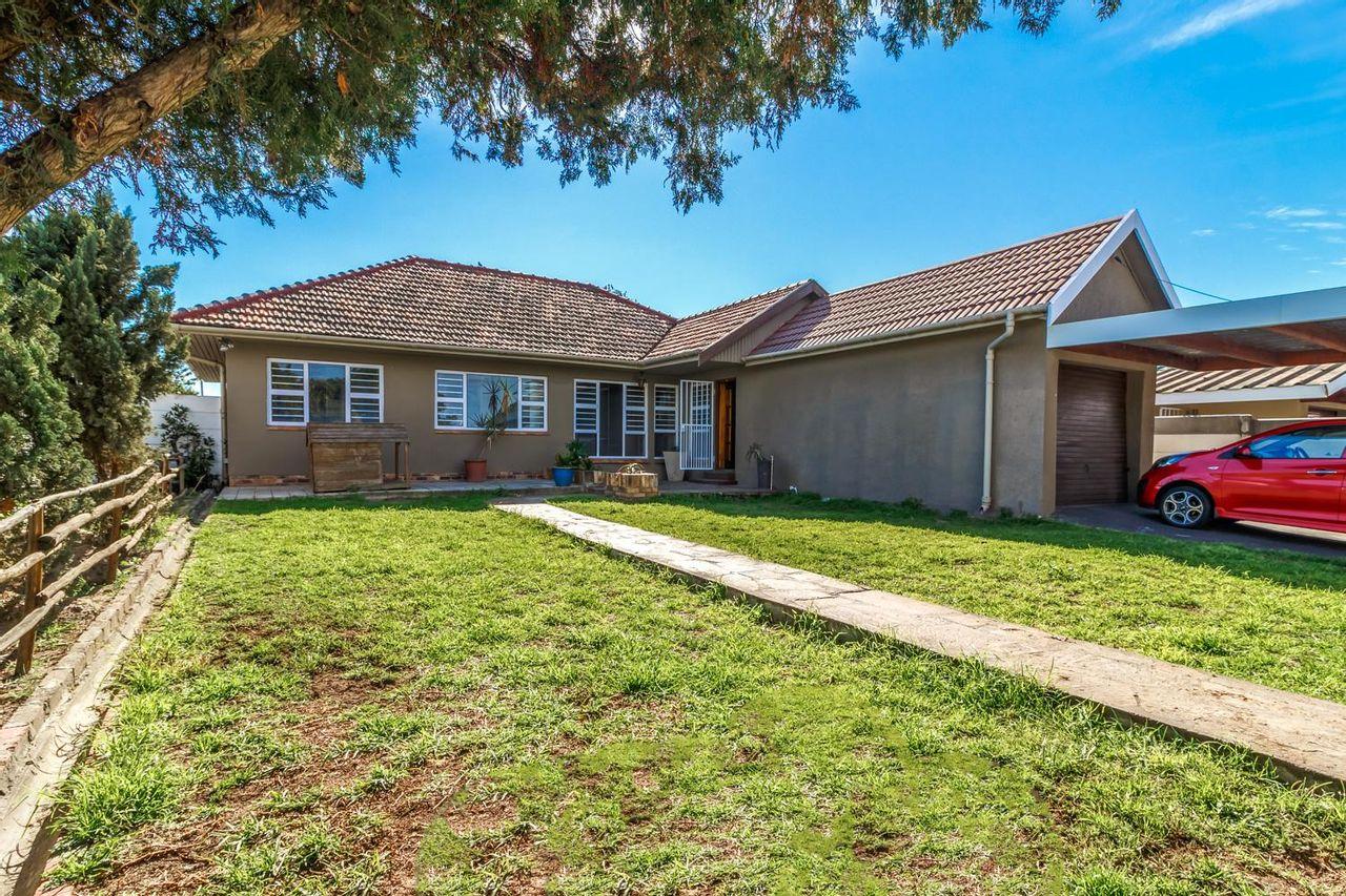 3 Bedroom House For Sale in Oakdale